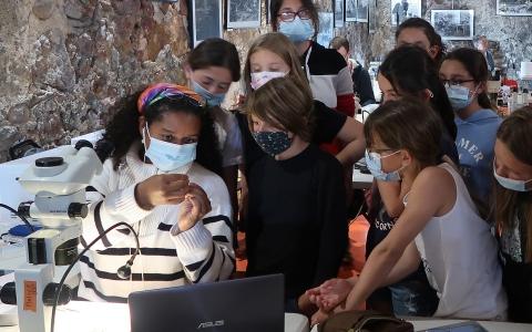 La classe de Carghese visite du laboratoire marin